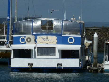 1995 Tri-Hull Alloy Houseboat
