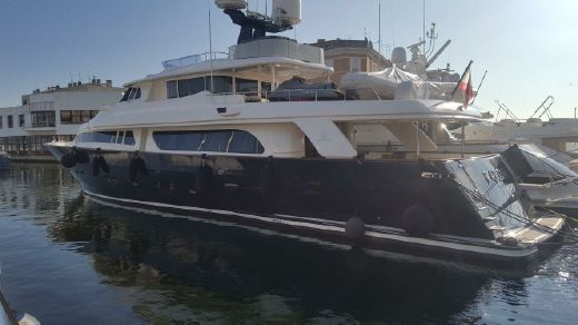 2005 Ferretti Yachts Navetta