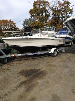 2002 Angler Boats 18 CC