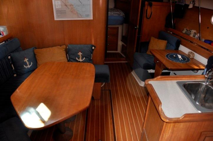 35' Catalina 350+Photo 7