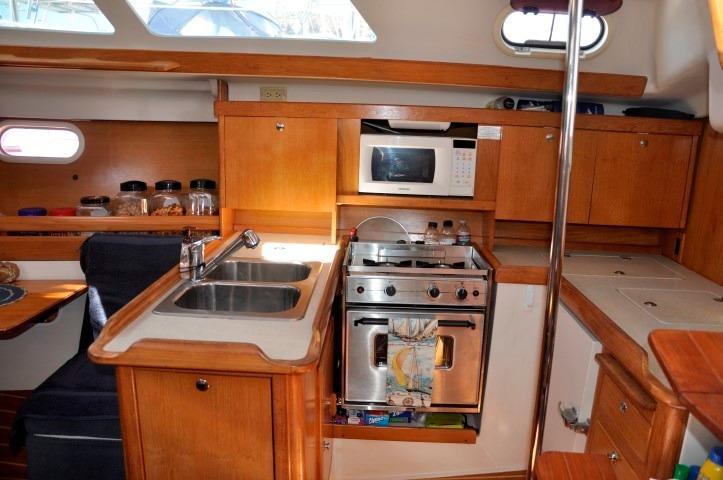 35' Catalina 350+Photo 15