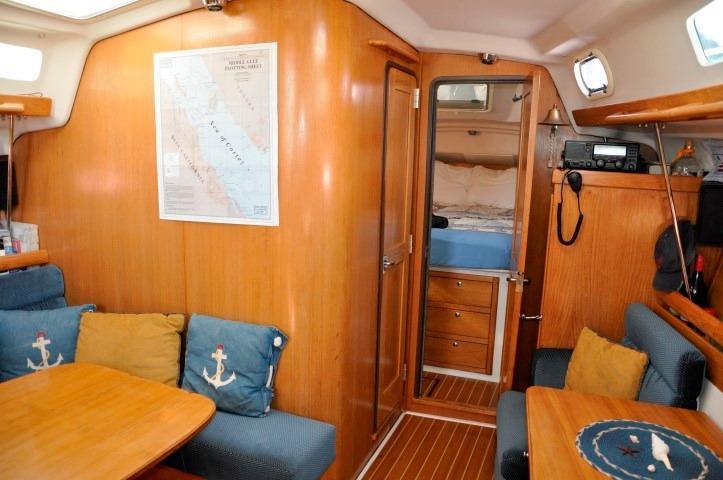 35' Catalina 350+Photo 16