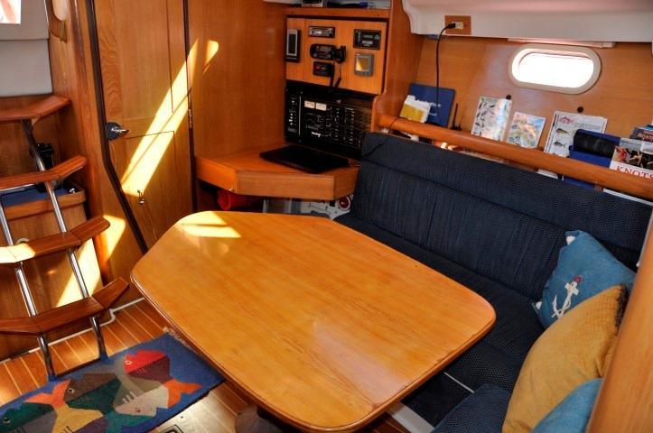 35' Catalina 350+V-Berth