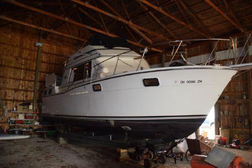 1990 Carver 32 Aft Cabin Motor Yacht