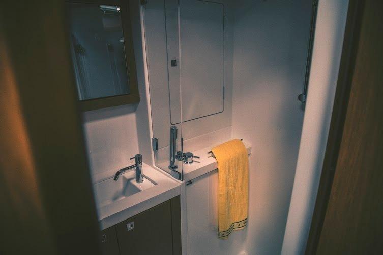 Beneteau Sense 50 Shower