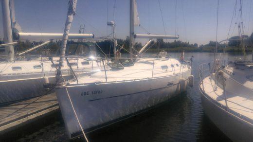 2004 Beneteau 323