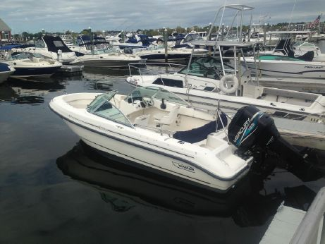1999 Boston Whaler 18 Ventura Bowrider