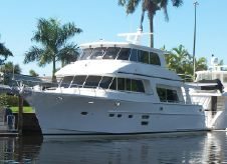 2016 Hampton Yachts 686 Endurance Skylounge
