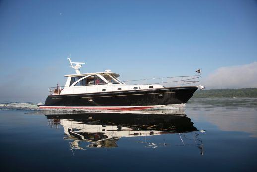 2016 Hunt Yachts 44' Express Motor Yacht