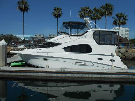 2004 Silverton Aft Cabin Motor Yacht