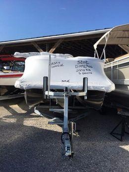 2016 Bennington 2375 RSB Pontoon Boat