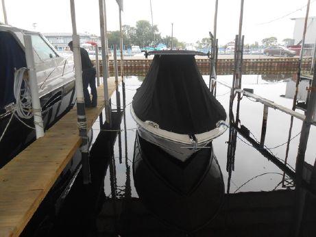 2012 Boston Whaler 220 Outrage