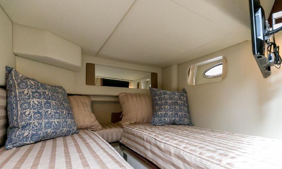 Sea Ray 44 Sedan Guest Stateroom