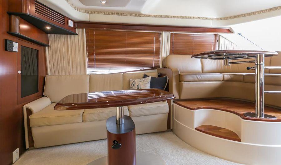 Sea Ray 44 Sedan Bridge Salon