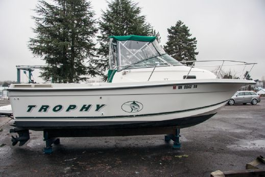 2000 Bayliner 2352 Trophy Walkaround