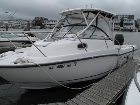 2008 Boston Whaler 235 Conquest