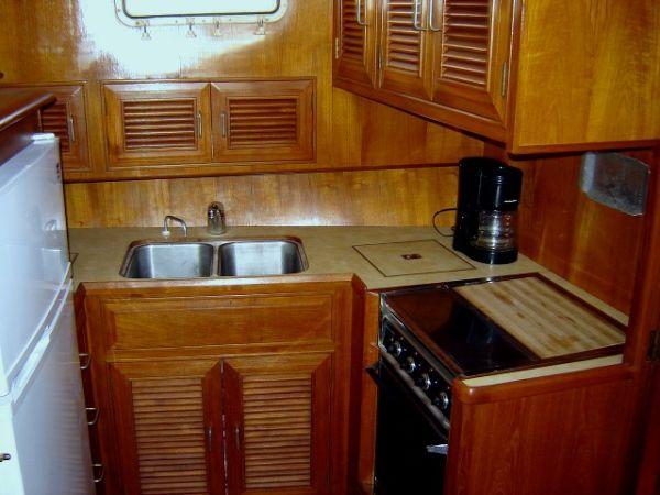 43' Ocean Alexander Ocean+Salon aft starboard