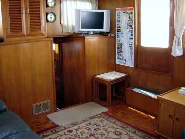 43' Ocean Alexander Ocean+Master stateroom storage