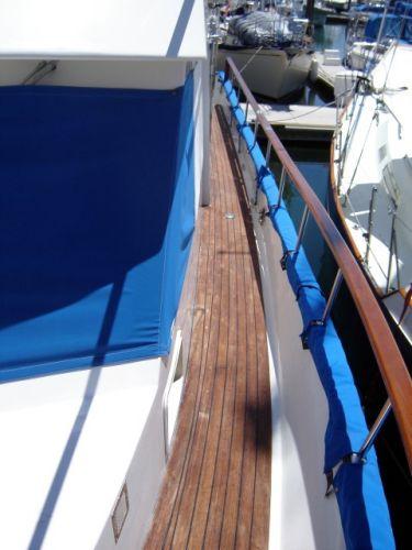 43' Ocean Alexander Ocean+Flybridge helm