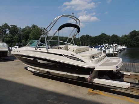 2010 Sea Ray 240 Sundeck