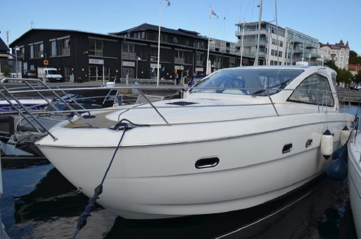 2011 Bavaria Motor Boats 38 Hard Top