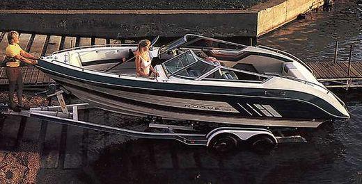 1988 Cruisers Yachts 2150 Rogue