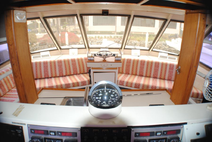 Striker 70 Sportfisher Pilothouse