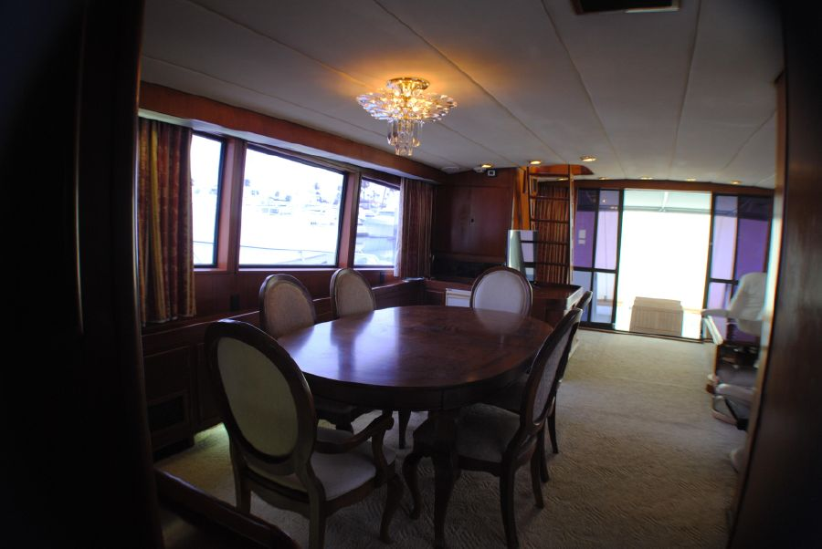 Striker 70 Sportfisher Dining Area