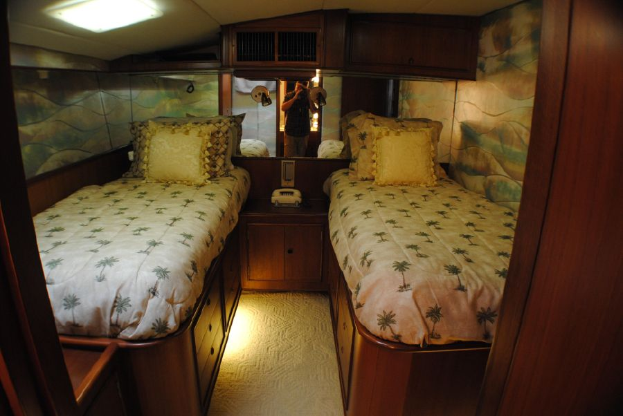 Striker 70 Sportfisher Guest Beds