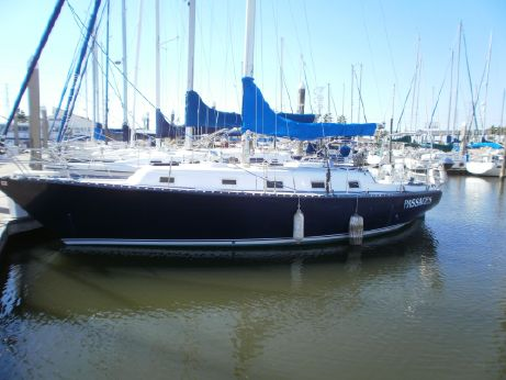 1980 Hunter 36 sloop cherubini