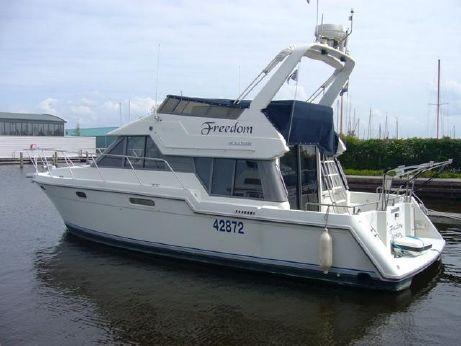 1993 Carver 370 Voyager