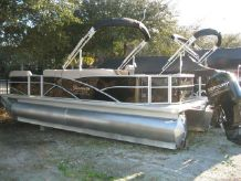 2014 Sweetwater Premium Edition 220 DF