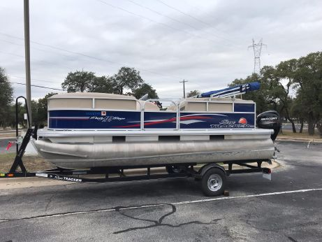 2016 Tracker Party Barge 20