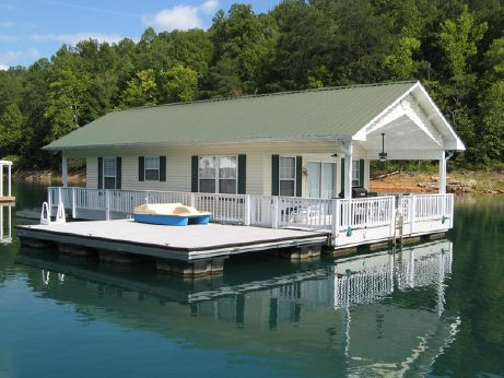 2004 Custom Built 20 x 31 Floating Cottage 620sqft