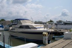 1983 Chris-Craft 381 Catalina