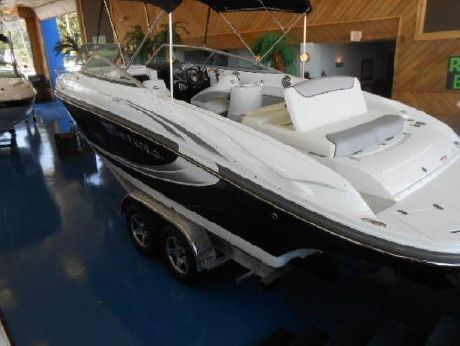 2014 Rinker Captiva 246 Cuddy