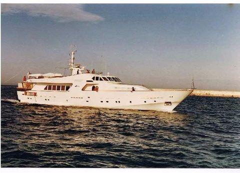 1983 Crn Yachts
