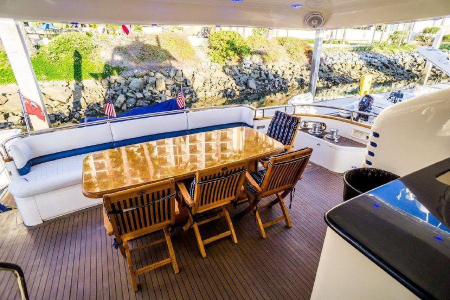Viking Sport Cruisers 84 Aft Deck