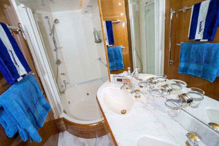 Viking Sport Cruisers 84 Master Shower