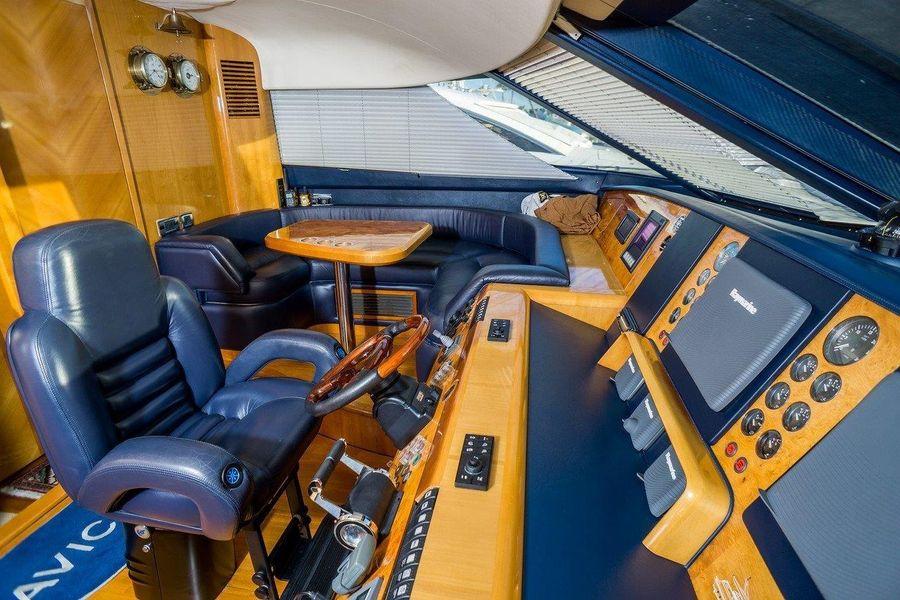 Viking Sport Cruisers 84 Pilothouse Seating