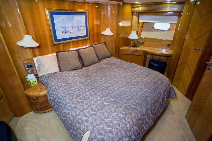 Viking Sport Cruisers 84 Guest Bed
