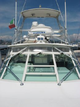 2005 Cabo Yachts 35 express tuna tower