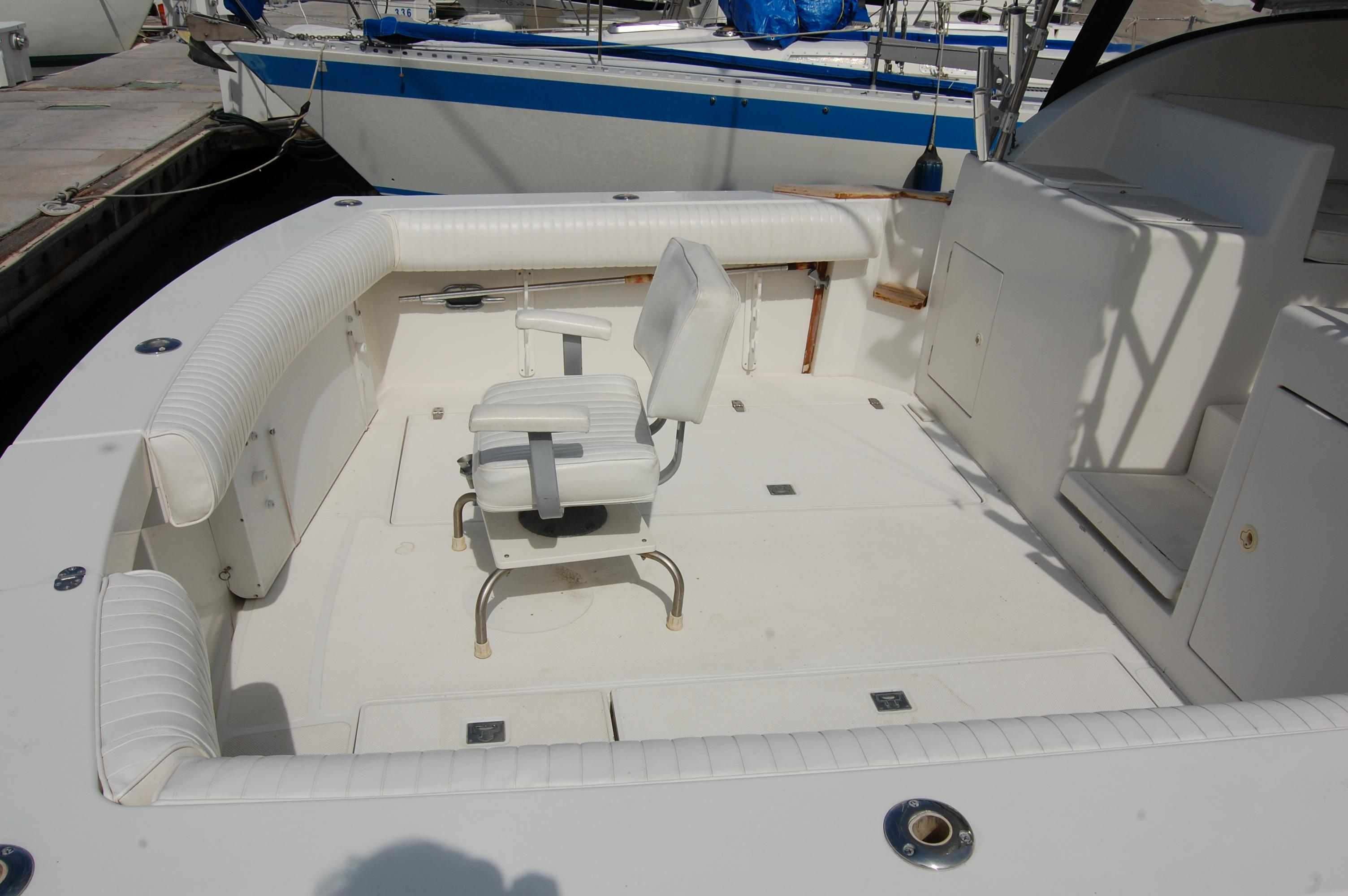 33' Knight & Carver Sportfisher+Stbd engine from top