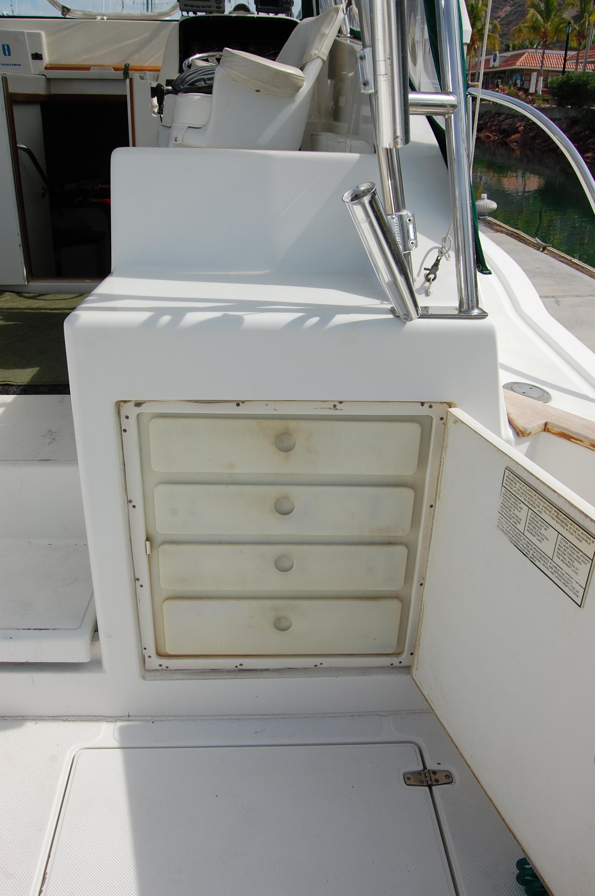 33' Knight & Carver Sportfisher+Fwd deck view
