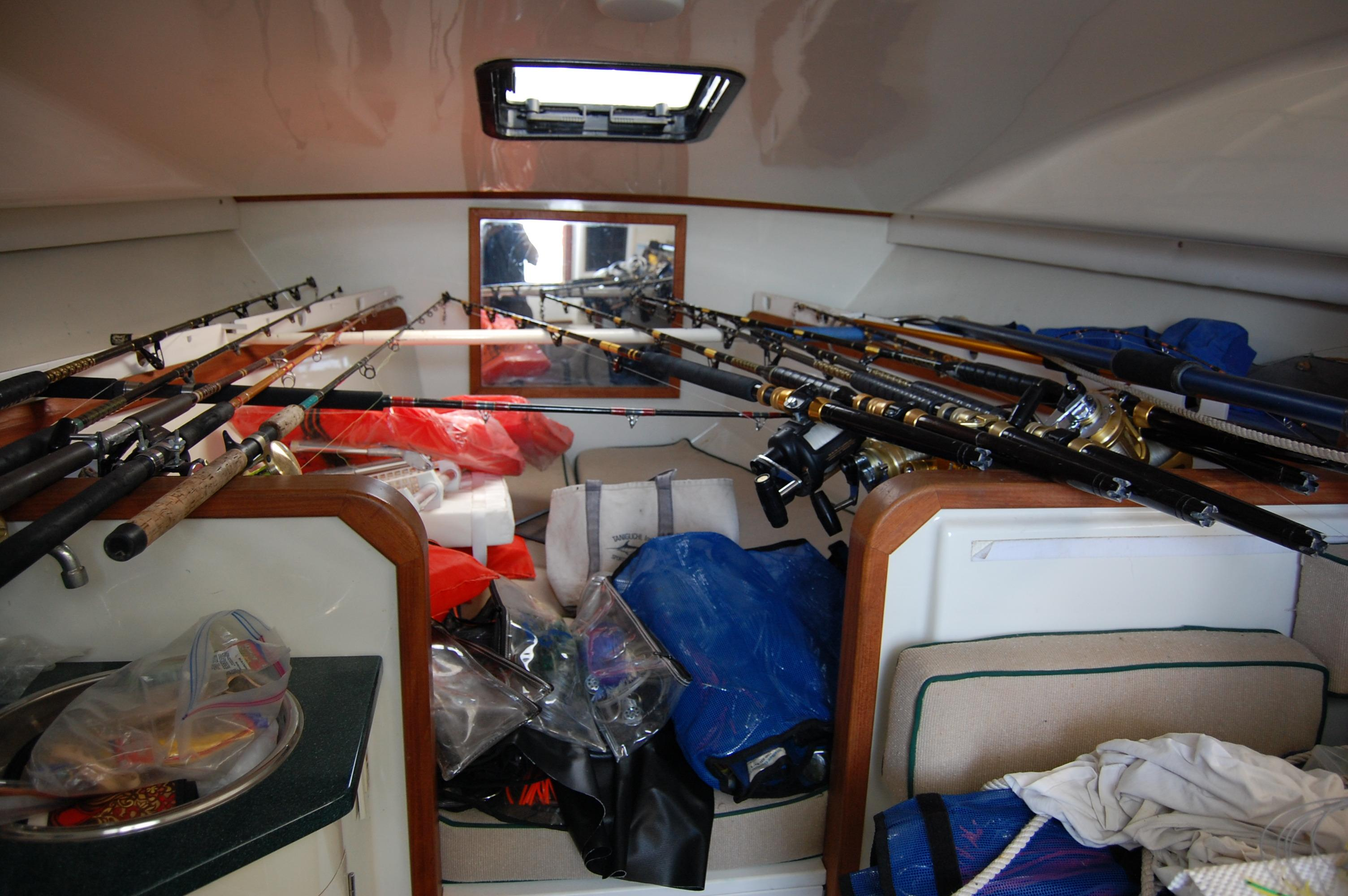 33' Knight & Carver Sportfisher+