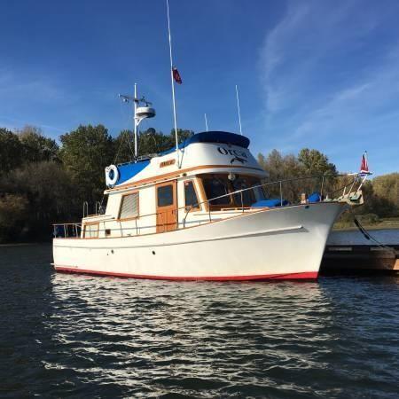 1976 chb 34 tri-cabin trawler