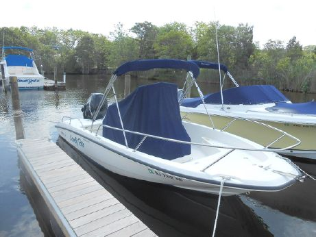 2009 Boston Whaler 200 Dauntless