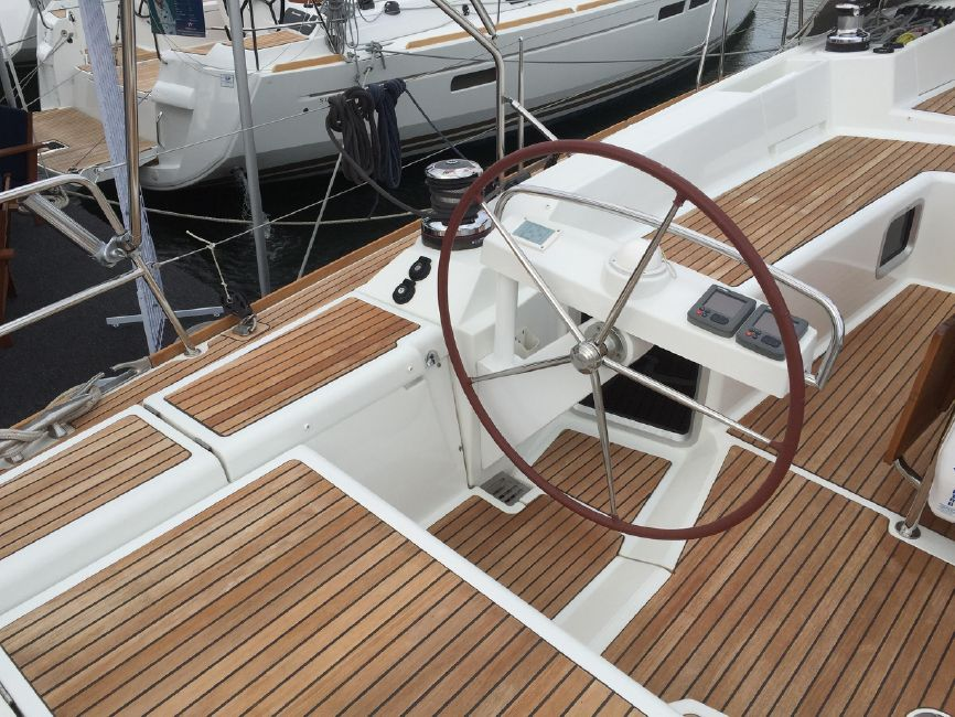 Jeanneau 57 Yacht Port Helm Wheel