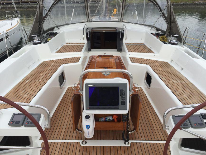Jeanneau 57 Yacht Cockpit