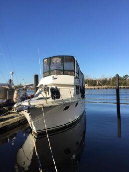 1989 Carver Yachts 3207 Aft Cabin